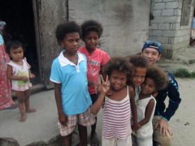 フィリピン先住民の子供たちと