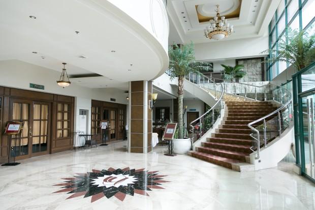 IDEA ACADEMIA_hotel lobby-min