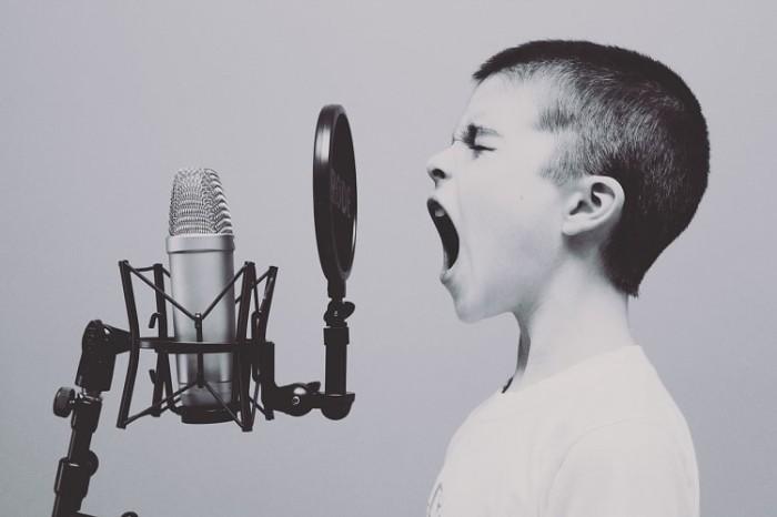 microphone-1209816_1280-min